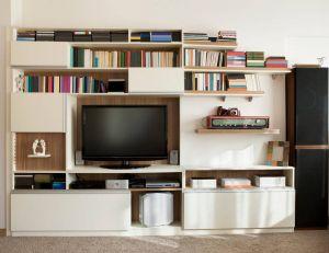 Comment aménager un séjour avec des rangements modulables ? / iStock.com - Yurdakul