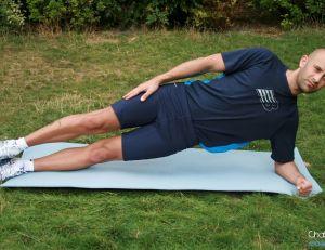 Position pour se muscler ses abdominaux obliques en statique