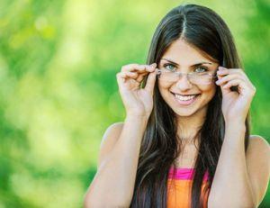 Se maquiller quand on porte des lunettes