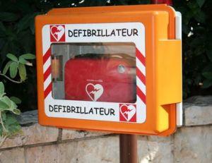 Utiliser un défibrillateur automatisé externe