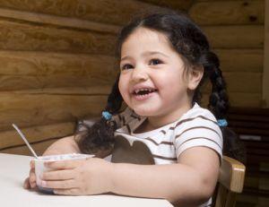 Aider son enfant à manger de tout