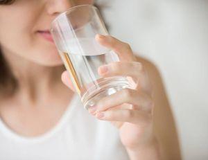 Cool job : devenez goûteur d'eau / iStock.com -fizkes