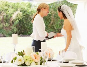 Cool job : devenez wedding planner ! / iStock.com - omgimages