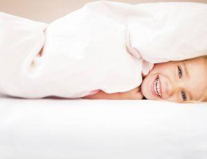 Choisir une couette pour le lit de son enfant : en plume ou synthétique ?
