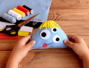 DIY : un excellent moyen pour développer la créativité des enfants / iStock.com -Zolotaosen