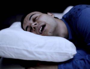 Baver de temps à autre durant son sommeil n'a rien d'anormal...