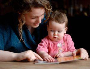 Embaucher une baby-sitter : les points clés