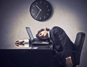 Les personnes jeunes auraient des difficultés à travailler avant 10h du matin - la faute à un organisme réglé sur le Soleil