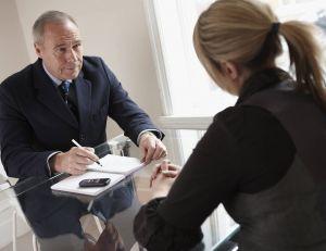 Même s'il s'agit d'un premier contact, les spécialistes affirment que la question du salaire reste cruciale et donc incontournable...