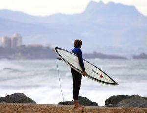 Equipement de base pour pratiquer le surf