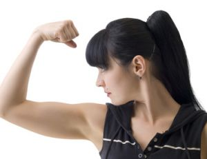 Etirez vos biceps après une séance de musculation