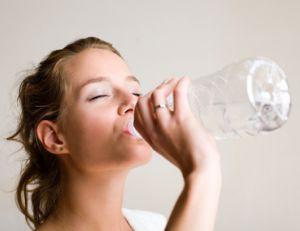Buvez régulièrement afin d'éviter la déshydratation