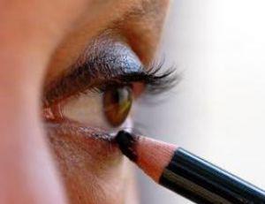 Le crayon de maquillage, la version moderne du khôl