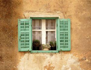 Refaire la façade d'une maison : peinture ou enduit ?