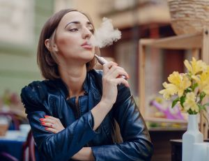 L'e-cigarette aiderait bien à stopper le tabac