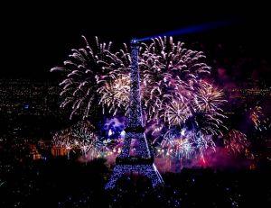 Photo du feu d'artifice du 14 juillet 2012 de la Tour Eiffel - copyright Yann Caradec