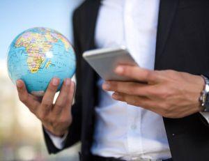 Free Mobile propose un forfait à utiliser dans le monde entier/ iStock.com - PhotoAttractive