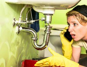 En cas de fuite, coupez l'arrivée d'eau avant toute chose !