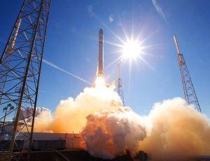 """Elon Musk a battu le """"record"""" établi par Jeff Bezos"""