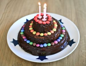 Gâteau d'anniversaire au chocolat et aux amandes