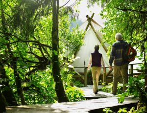 Glamping : le camping tout confort / iStock.com - Ryan McVay