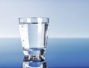Pourquoi l'eau laissée à l'air libre change-t-elle de goût, du jour au lendemain ?