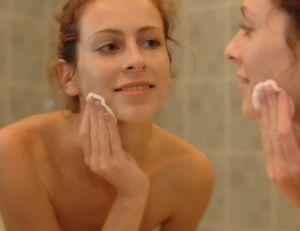 Se démaquiller tous les jours est essentiel pour avoir une belle peau