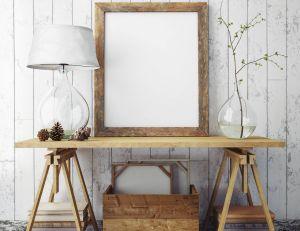 Habiller un mur avec des meubles et des éléments de décoration