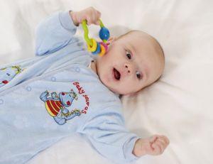 Le hochet de bébé doit être adapté aux normes de sécurité