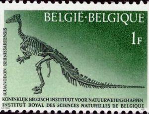 Timbre du royaume de Belgique commémorant la découverte du gisement de 31 squelettes de Bernissart