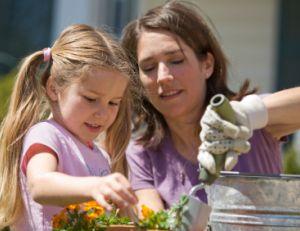 Jardiner avec son enfant