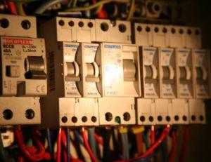 Installation et branchement d'un disjoncteur différentiel