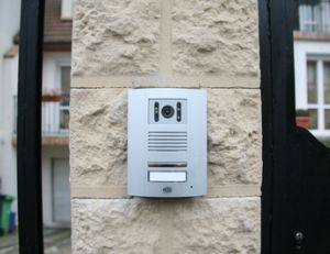 Installation et branchement d'un interphone