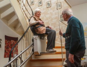 Installation d'un monte-escalier tournant