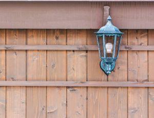 Installer des appliques murales dans son jardin : les règles à respecter