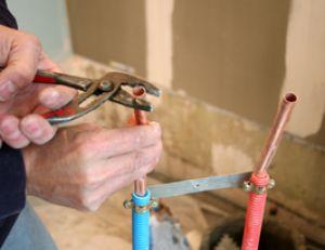 Installer une robinetterie de douche - Installer une douche dans une caravane ...