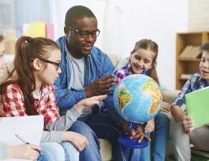 Un maître d'école ou de maternelle touchera la même prime que celle des enseignants en collège et lycée