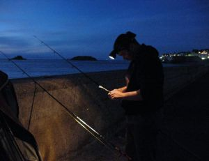 Le pêcheur doit toujours avoir sa lampe frontale
