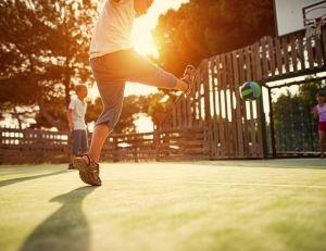 Le sport préserve le moral de vos enfants / iStock.com -Imgorthand
