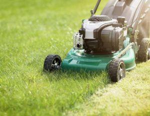 Les conseils d'entretien saisonnier d'une pelouse / iStock.com -BrianAJackson