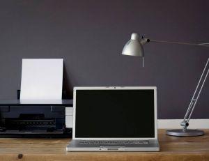 Les équipements indispensables lorsqu'on travaille à la maison/ iStock.com - Fonzales