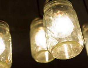 Les lumières en pot avantages et conseils d'utilisation / iStock.com - EzumeImages