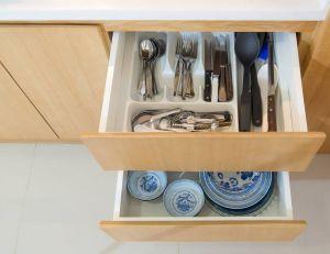 Les meubles sans poignée font surface / iStock.com - Nirad