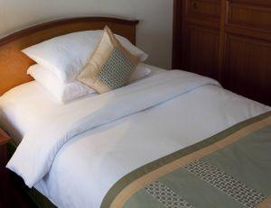 Un lit dont les draps sont bien dimensionnés