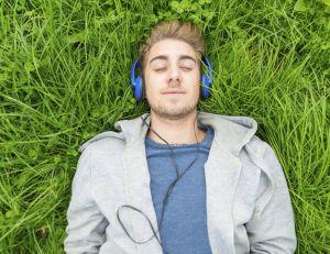 Et si notre propre voix permettait de manipuler nos émotions ?