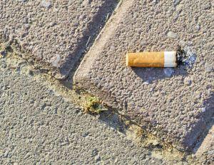 Jeter une cigarette par terre à Paris va dorénavant coûter 68 euros
