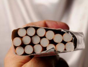 Microeconomics a estimé qu'il faudrait dépenser 13,07 euros par paquet si l'on prenait en compte le coût du tabac pour la collectivité