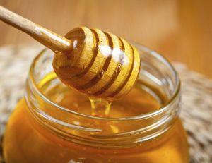 Contrairement aux idées reçues, le miel n'est pas beaucoup plus avantageux que ne l'est le sucre en matière de santé