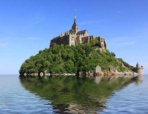 Image devenue rare, le mont Saint-Michel complètement entouré d'eau à marée haute