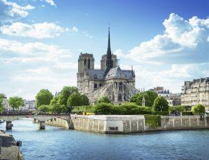 Paris en été est une ville très agréable